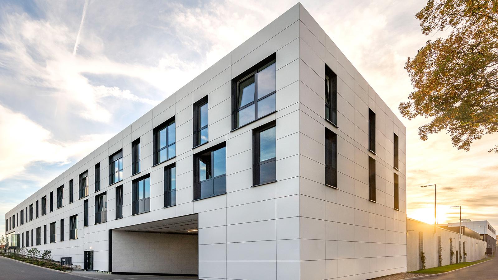 h2m-architekten-hubland-center-wuerzburg-ansicht-osten
