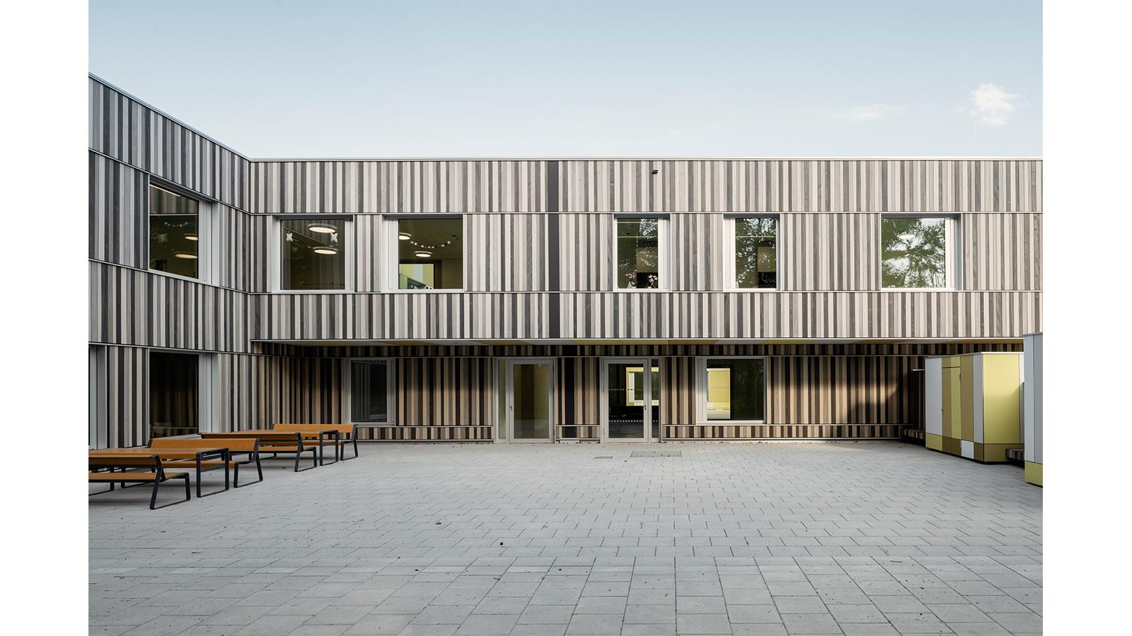 h2m-architekten-kinder-und-jugendpsychiatrie-geschuetzter-innenhof