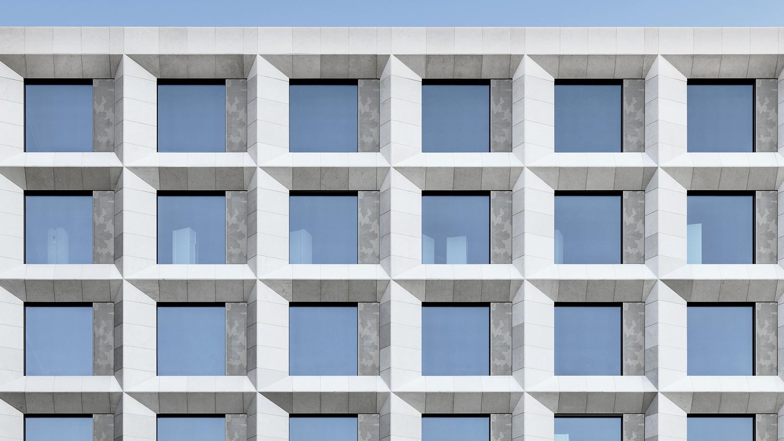 h2m-architekten-klinikum-kulmbach-erster-bauabschnitt-erweiterungsbau-natursteinfassade-filter